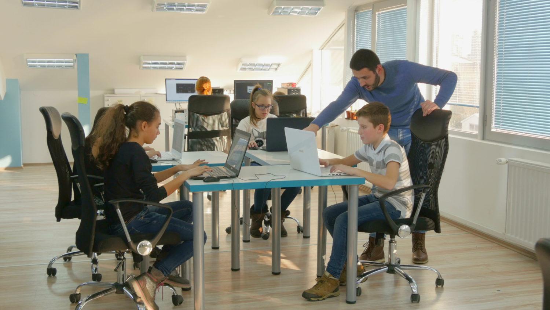Talleres de voluta.coop competencias digitales, STEM, transformación digital,